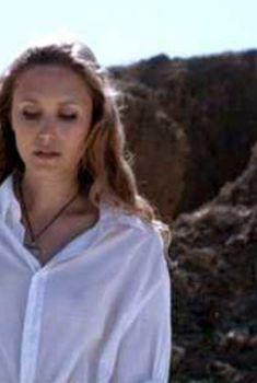 Тереза Србова без лифчика в фильме «Сирена», 2010