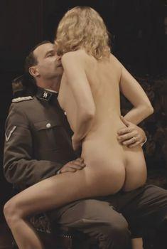 Голая Тереза Србова в фильме «Эйхман», 2007