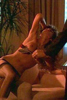Горячая Тери Вейгель показала голые сиськи в фильме «Банк спермы», 2004
