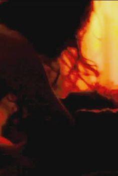 Голая Тильда Суинтон в фильме «Что-то не так с Кевином», 2011