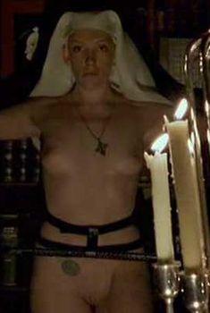 Полностью голая Тони Коллетт в фильме «8 1.2 женщин», 1999