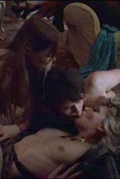 Тони Коллетт голышом в фильме «Бархатная золотая жила», 1998