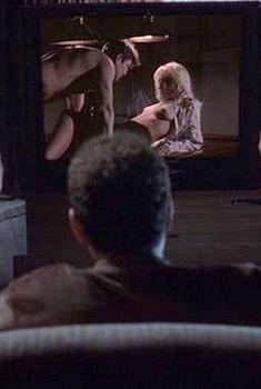 Кадры с голой Тони Коллетт в фильме «Последний кадр», 2004