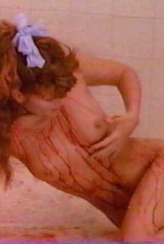 Голая Тоуни Китаен в фильме «Хрустальное сердце», 1986