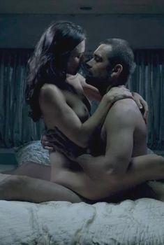 Голая Триесте Келли Данн в сериале «Банши», 2013