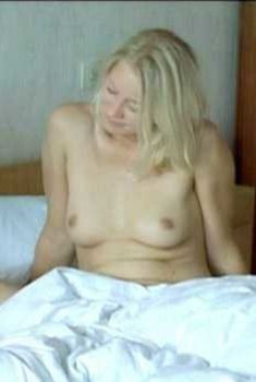 Голая Трине Дюрхольм в фильме «Бунгало», 2002