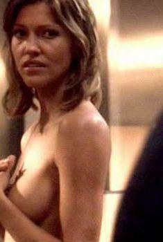 Голая Триша Хелфер в сериале «Звездный крейсер Галактика», 2004