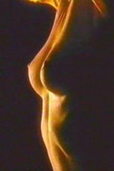 Голая Трэйси Скоггинс в фильме «Разыграй для меня убийство», 1990