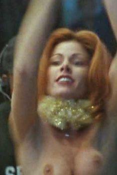 Голая Тэмми Паркс в фильме «Тихие дни в Голливуде», 1997
