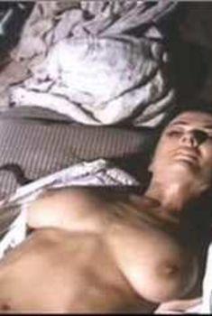 Голая Фабиана Уденио в фильме «Дипломатическая неприкосновенность», 1991