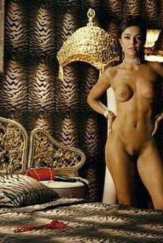 Голая Флора Мартинез в фильме «Любовные песни в клубе Лолиты», 2007