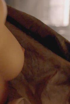 Голая Фрейя Мавор в сериале «Белая королева», 2013