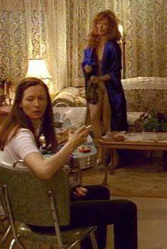 Голая Фрэнсис Фишер в фильме «Женская извращенность», 1996