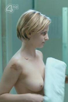 Голая Фэй Марсей в сериале «Клей», 2014