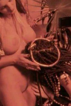 Голая Хайди Стейли в фильме «Дом ночных грез», 1997