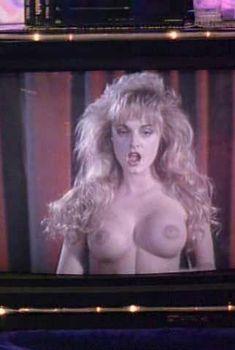 Голая Хайди Стейли в фильме «Лепрекон 3. Приключения в Лас-Вегасе», 1995