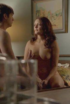 Красотка Ханна Р. Холл показала голую грудь в сериале «Мастера секса», 2013