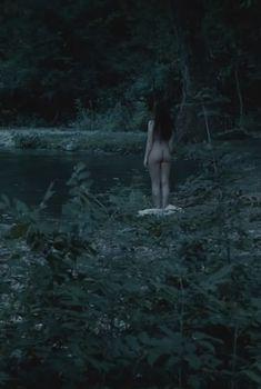 Голая Хейли Этвелл в сериале «Столпы Земли», 2010