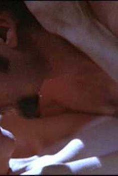Голая Хелена Бонем Картер в фильме «Пока не разбудят нас голоса живых», 2002