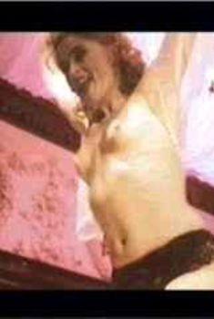Голая Хелена Бонем Картер в фильме «Танцующая королева», 1993