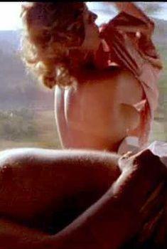 Голая Хлоя Уэбб в фильме «Живот архитектора», 1987