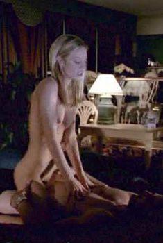 Полностью обнажённая Холли Сэмпсон в фильме «В постели с убийцей», 2001