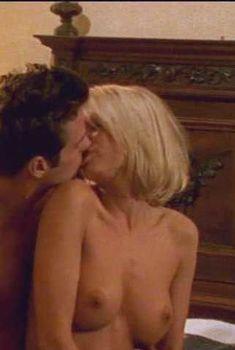 Горячая Холли Сэмпсон снялась голой в фильме «Замок Эрос», 2002