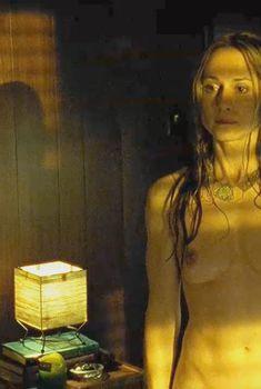 Голая Холли Хантер в фильме «Тринадцать», 2003