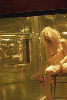 Голая Холли Чант в фильме «Ворон 2. Город ангелов», 1996