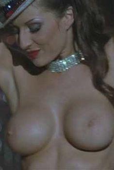 Голая Холли Эглингтон в фильме «Длинный уик-энд», 2004