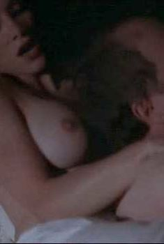 Чарли Спрэдлинг показала голую грудь в фильме «Джонни Стервятник», 1998