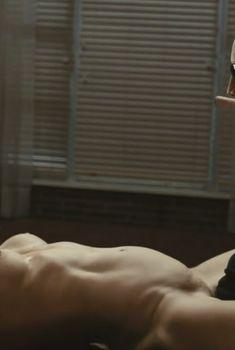 Голая Шарлотта Росс в фильме «Сумасшедшая езда», 2010