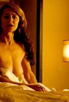 Голая Шарлотта Рэмплинг в фильме «Жизнь в военное время», 2009