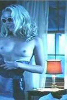 Голая Шерил Ли в фильме «Гори все огнем», 1997