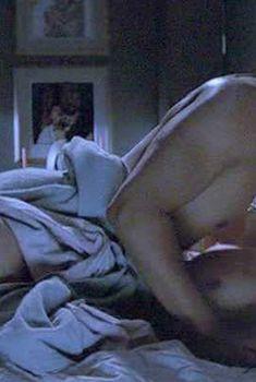 Голая Шерил Ли в сериале «Клан», 2003