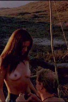 Голая Шерил Ли в фильме «Кровавые апельсины», 1997