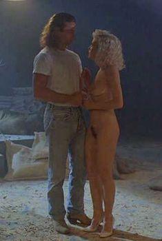 Голая Шерилин Фенн в фильме «Слияние двух лун», 1988