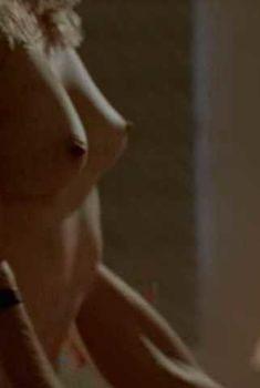 Голая Шерри Роуз в фильме «Дьявол во плоти», 1998