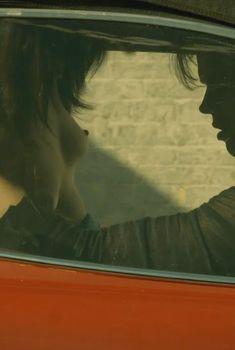 Голая Шива Негар в сериале «Хемлок Гроув», 2013