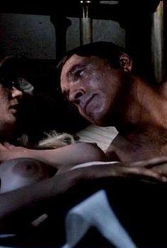 Голая Шири Норт в фильме «Представитель закона», 1971