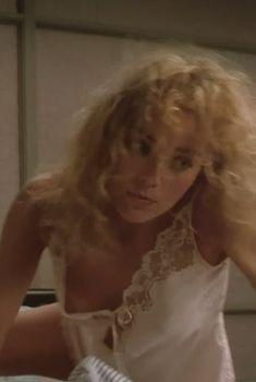 Засвет груди Шэрон Стоун в фильме «Вспомнить всё», 1990