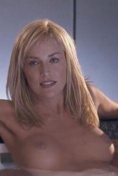 Голая Шэрон Стоун в фильме «Основной инстинкт 2. Жажда риска», 2006