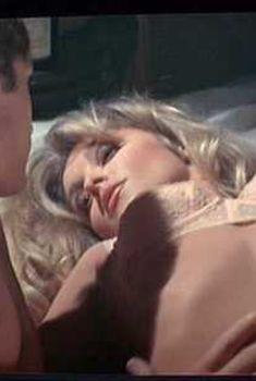 Голая Шэрон Тейт в фильме «Долина кукол», 1967