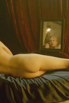 Голая Эделейд Клеменс в сериале «Конец парада», 2012