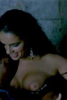 Голая Элиза Товати в фильме «Золотые яйца», 1993
