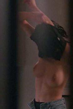 Голая Элизабет Грэйсен в фильме «Нижний этаж», 1991
