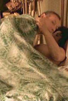 Голая Элизабет Маргони в фильме «Секс из сострадания», 2000