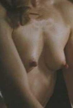 Голая Элис Крайдж в фильме «Одинокие сердца», 2005