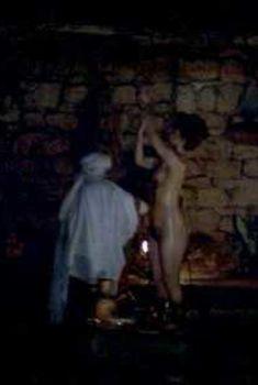 Голая Элис Крайдж в фильме «Царь Давид», 1985