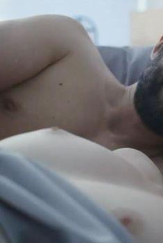 Голая Элисон Судол в сериале «Очевидное», 2014